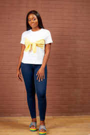 WHITE TEE SHIRT WITH YELLOW GINGHAM BOW